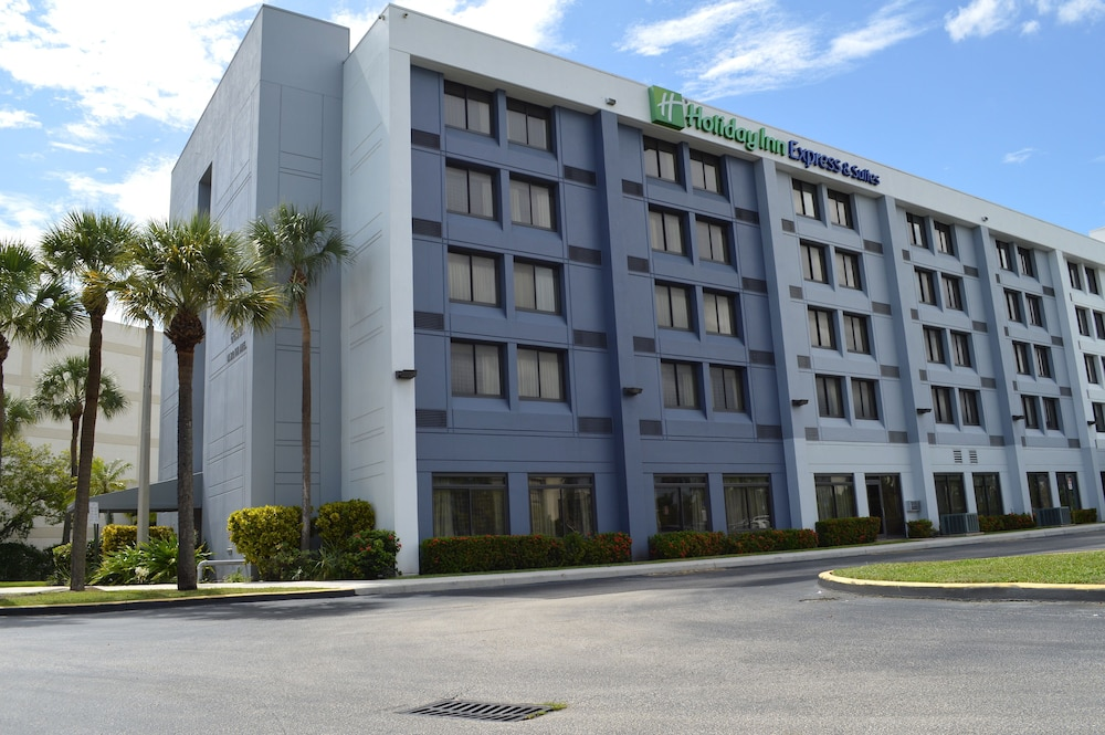Front of Property, Holiday Inn Express & Suites Miami - Hialeah