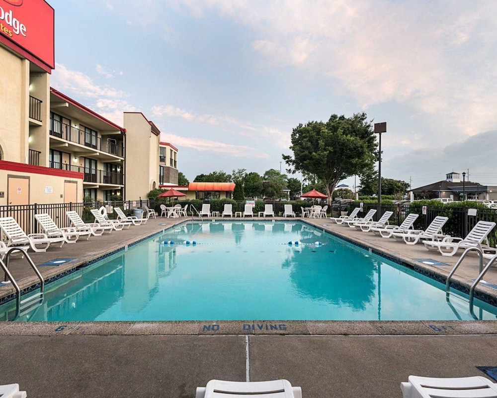 Pool, Econo Lodge Inn & Suites Rehoboth Beach