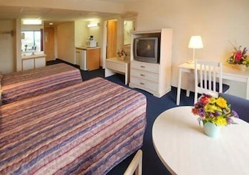 Room, Econo Lodge Inn & Suites Rehoboth Beach