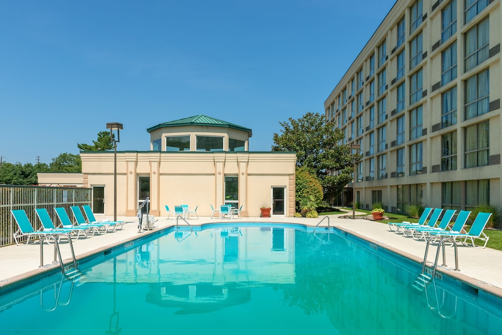 Outdoor Pool, Holiday Inn Philadelphia-Cherry Hill