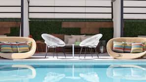 Outdoor pool, cabanas (surcharge)