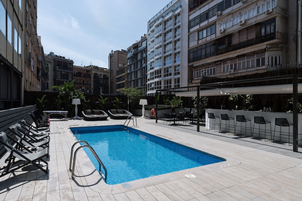 Catalonia plaza catalu a reviews photos rates for Hotel plaza barcelona