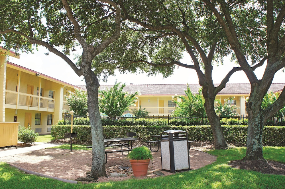 La quinta inn houston la porte in la porte hotel rates for Hotels in la porte tx