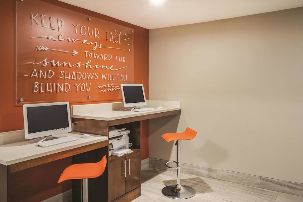 Business Center, La Quinta Inn & Suites by Wyndham Chattanooga-Hamilton Place