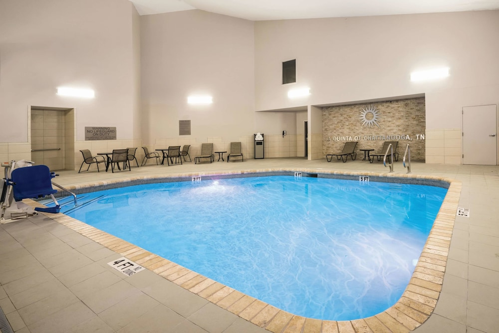 Pool, La Quinta Inn & Suites by Wyndham Chattanooga-Hamilton Place