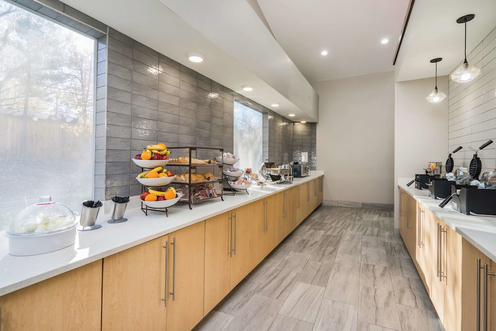 Breakfast Area, La Quinta Inn & Suites by Wyndham Chattanooga-Hamilton Place