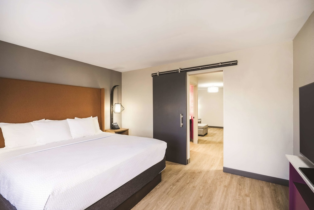 Room, La Quinta Inn & Suites by Wyndham Chattanooga-Hamilton Place