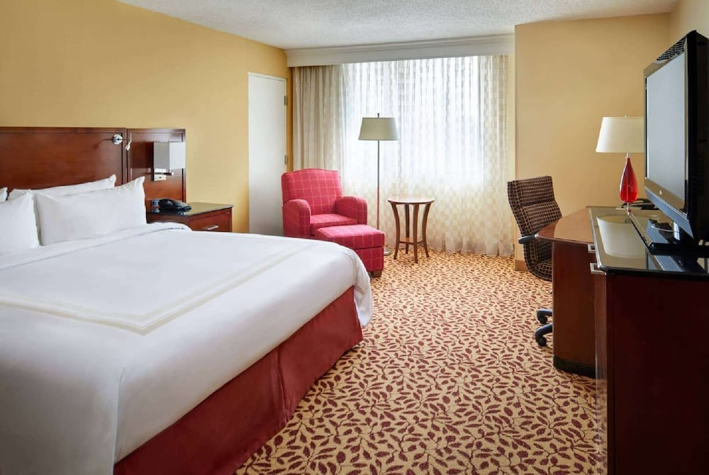 Room, Wyndham Cleveland Airport