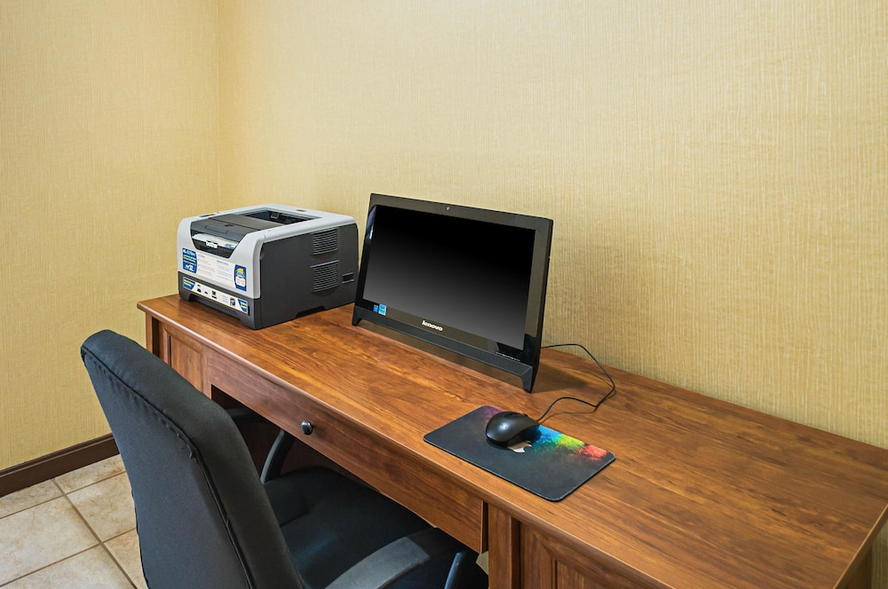 Business Center, Quality Inn & Suites Frostburg-Cumberland
