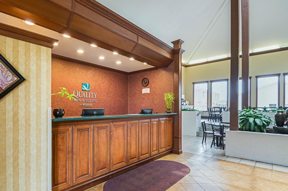 Lobby, Quality Inn & Suites Frostburg-Cumberland