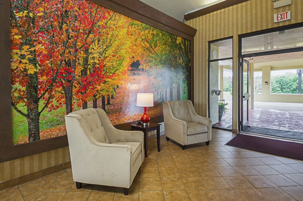 Lobby Sitting Area, Quality Inn & Suites Frostburg-Cumberland