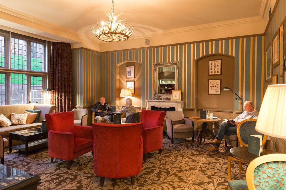 Salon du hall The Crown Manor House Hotel