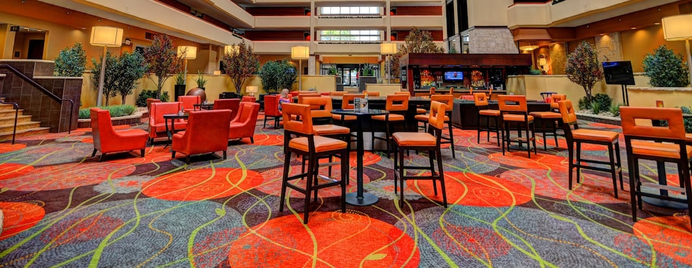Lobby Lounge, University Plaza Hotel and Convention Center Springfield