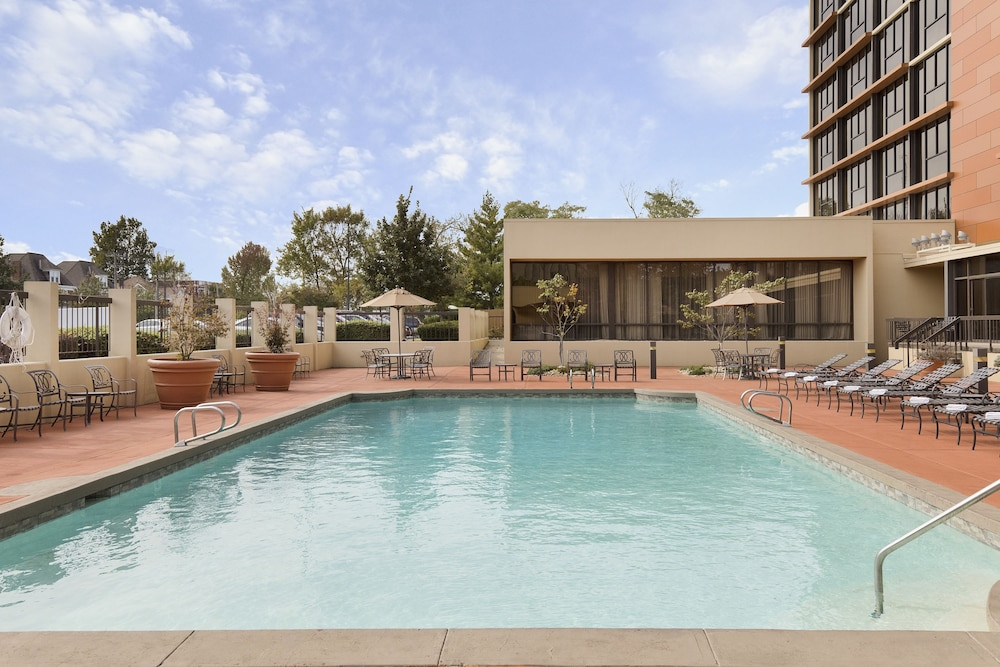 Outdoor Pool, University Plaza Hotel and Convention Center Springfield