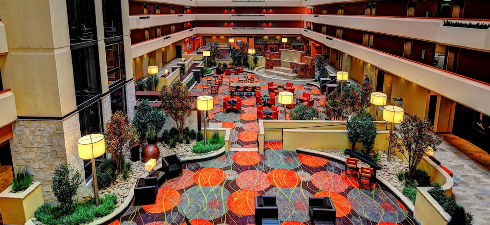 Lobby Sitting Area, University Plaza Hotel and Convention Center Springfield