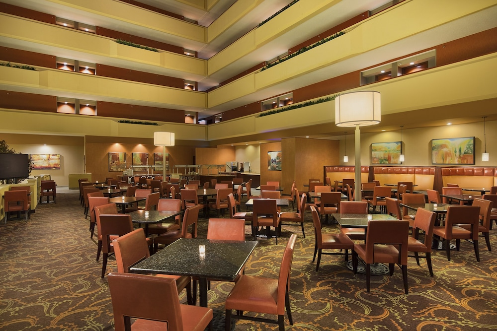 Restaurant, University Plaza Hotel and Convention Center Springfield