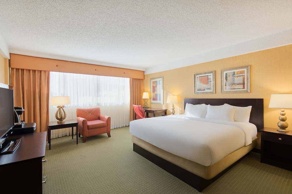 Room, University Plaza Hotel and Convention Center Springfield