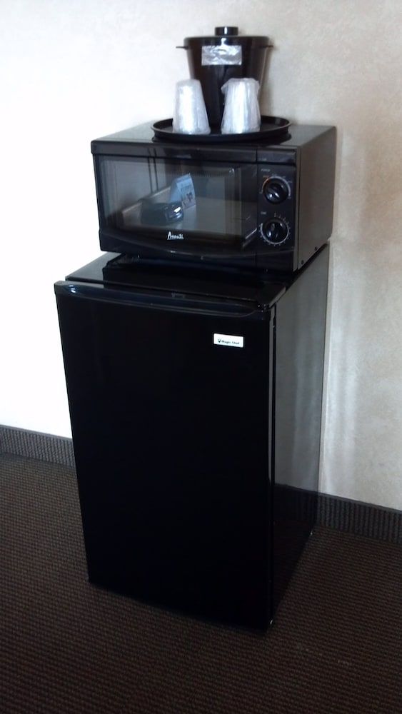 Mini-Refrigerator, Inn At The Convention Center