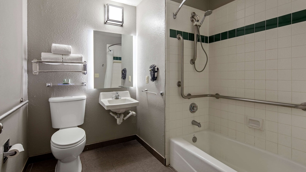 Bathroom, Best Western Ingram Park Inn