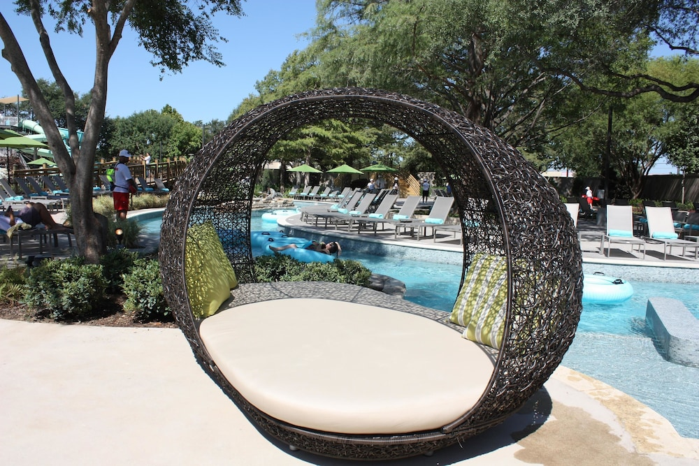 Hilton anatole deals reviews dallas united states of for Hotels in dallas tx with indoor pool