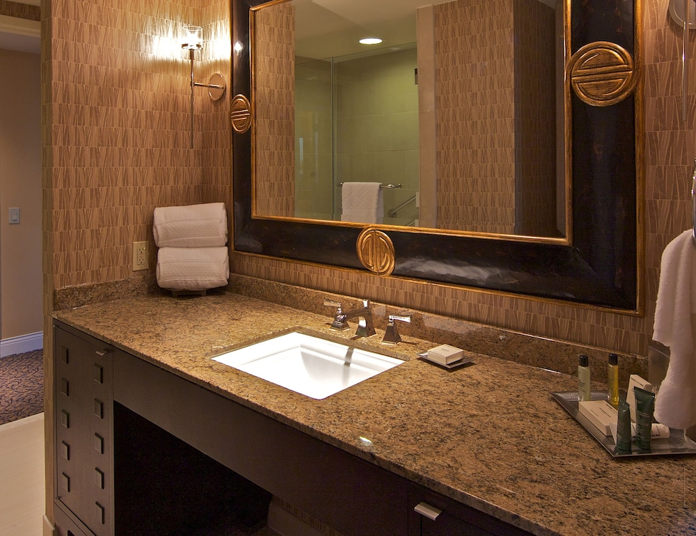 Bathroom, Hilton Anatole