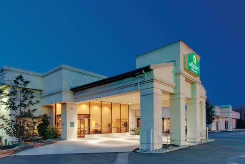 La Quinta Inn & Suites by Wyndham Fairfield NJ