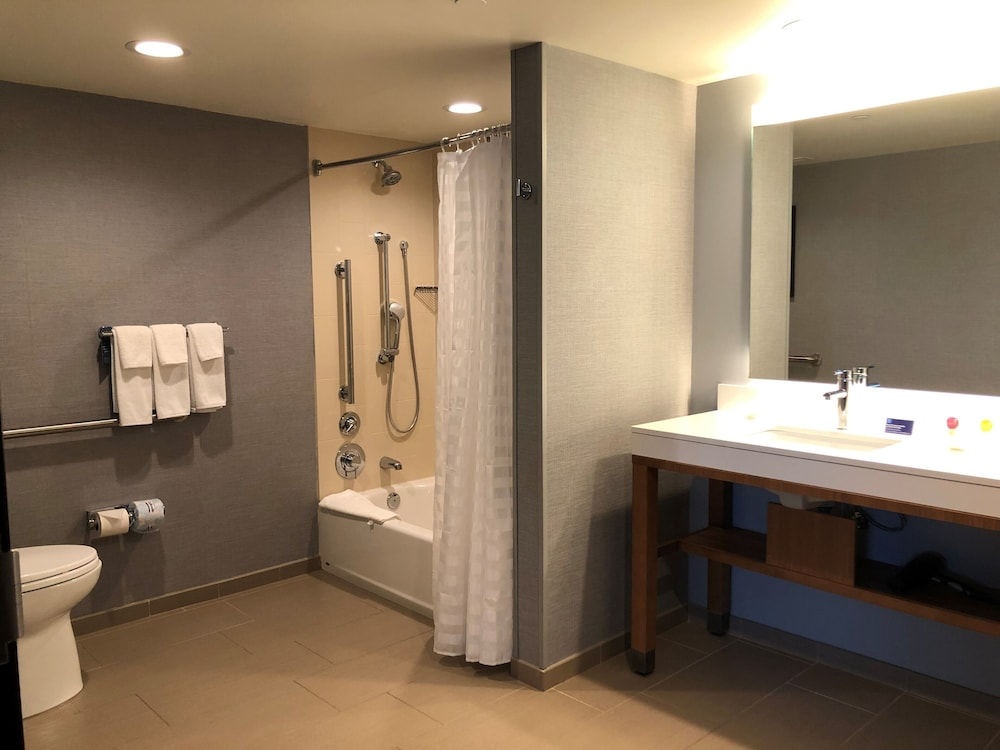 Bathroom, Hyatt Place Chicago/O'Hare Airport