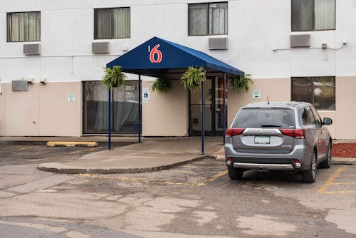 Motel 6 Saint Paul, MN - I-94