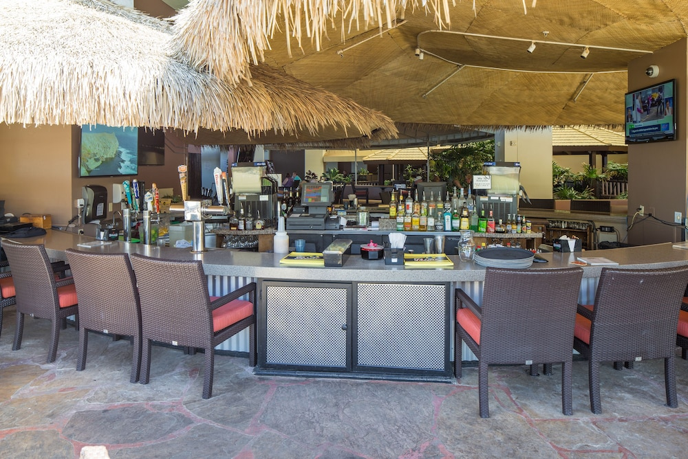 Poolside Bar, Kaanapali Beach Club Resort by Diamond Resorts