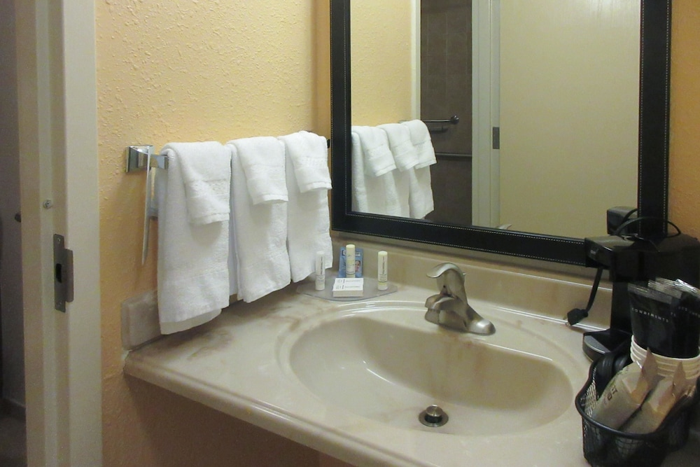 Bathroom, Quality Inn