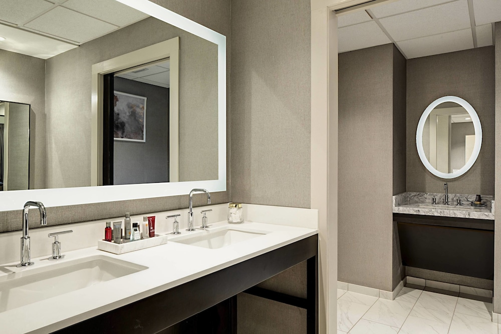 Bathroom, Lincolnshire Marriott Resort