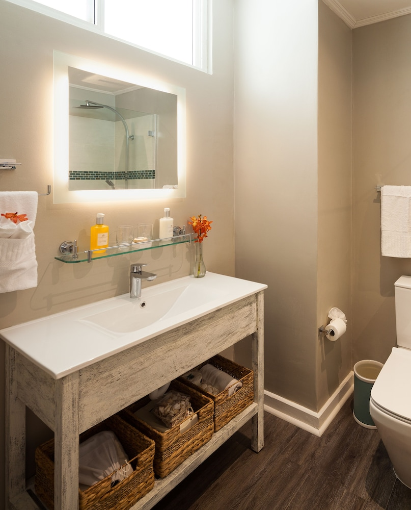 Bathroom, Sea Breeze Beach House by Ocean Hotels - All Inclusive