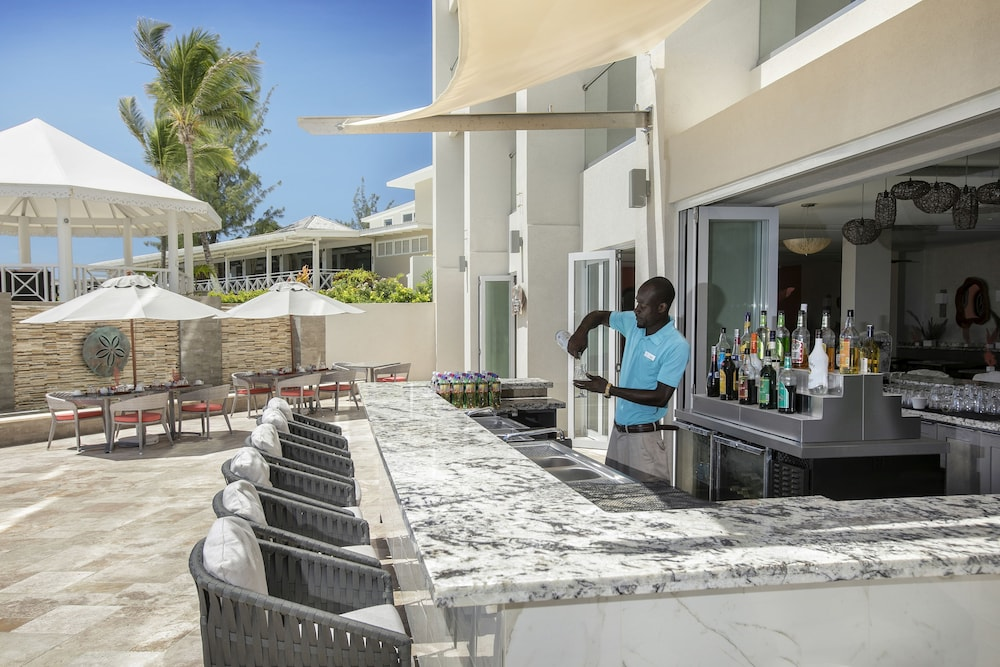 Bar, Sea Breeze Beach House by Ocean Hotels - All Inclusive