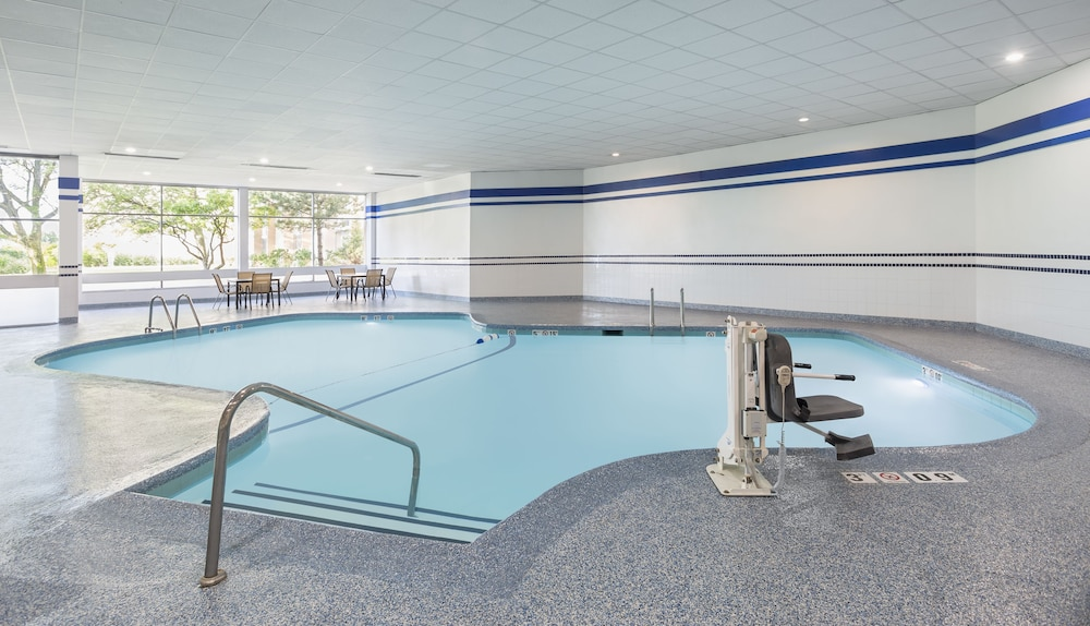 Indoor Pool, Four Points by Sheraton Chicago O'Hare Airport