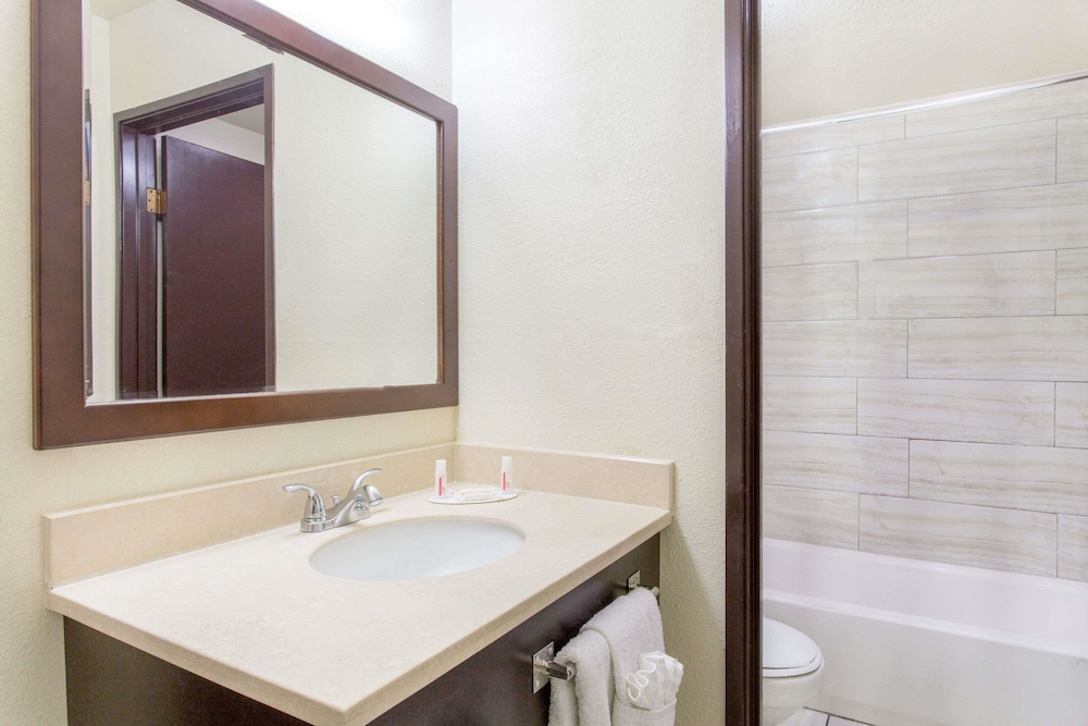 Bathroom, Travelodge by Wyndham Las Vegas Airport Near The Strip