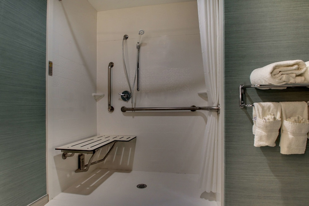 Accessible bathroom, Best Western Plus New Englander