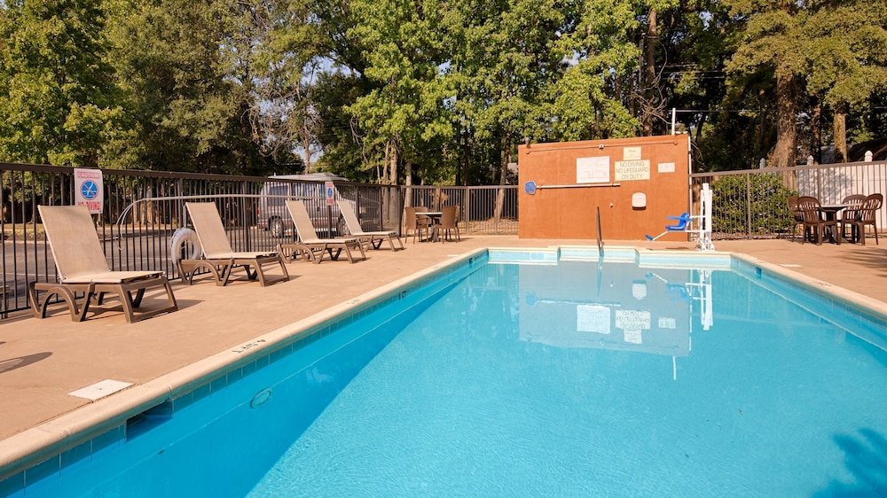 Outdoor Pool, Best Western Plus Richmond Airport Hotel