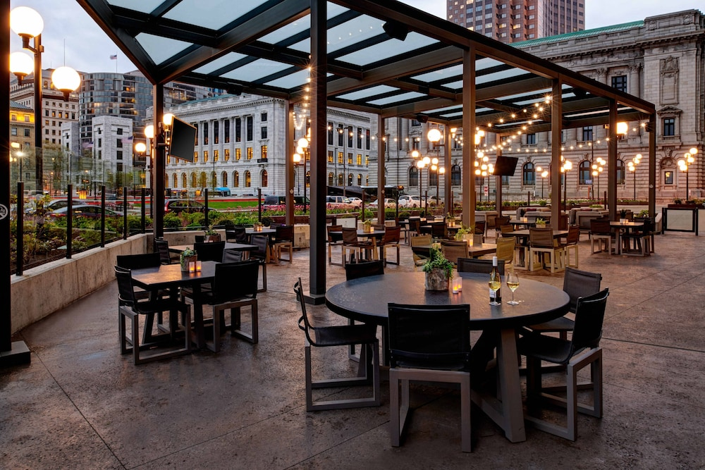 Restaurant, Cleveland Marriott Downtown at Key Tower