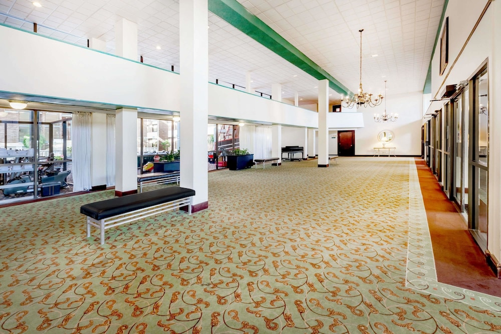 Lobby, Ramada Hotel & Conference Center by Wyndham Lansing