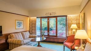 Allergivenligt sengetøj, minibar, pengeskab på værelset, skrivebord