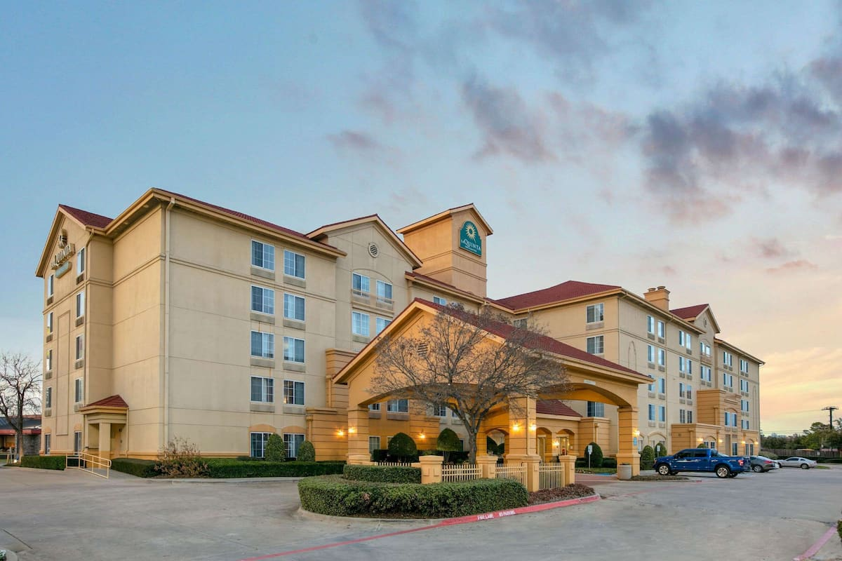 La Quinta Inn Suites By Wyndham Dfw Airport South Irving In Irving Tx Expedia