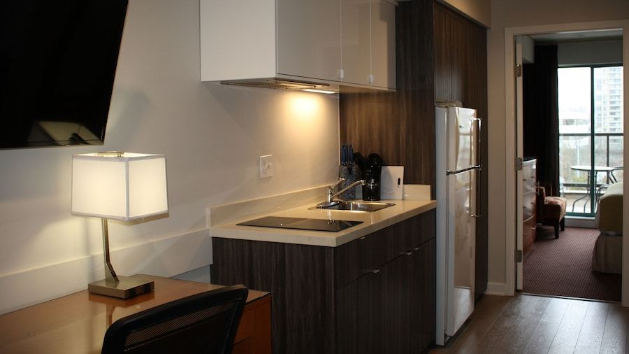 Executive Suites Hotel Metro Vancouver