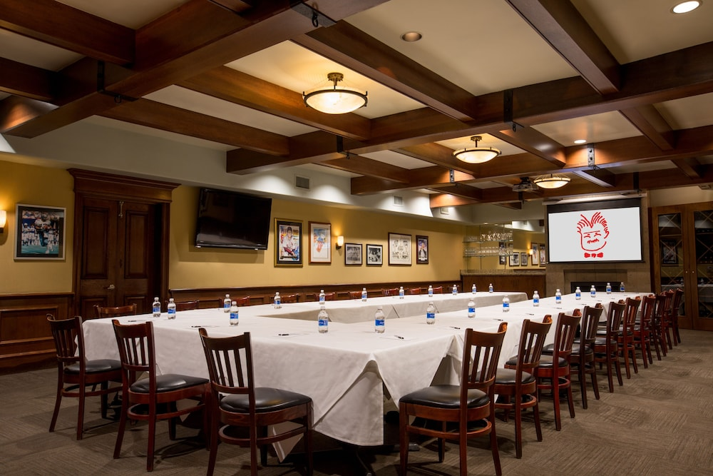 Book the tremont chicago hotel at magnificent mile for Chicago accommodation deals