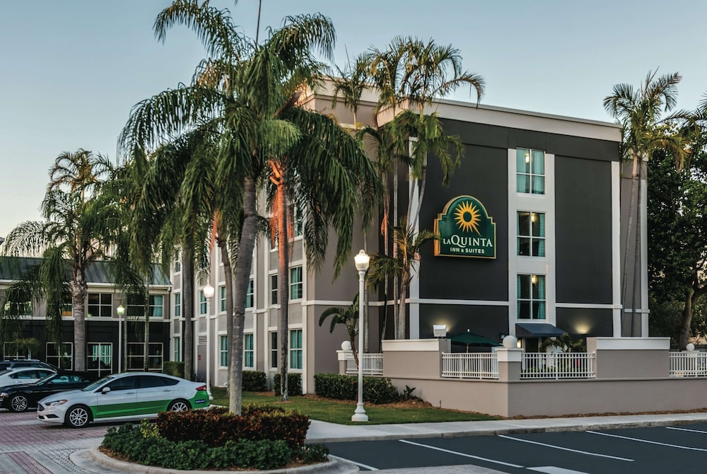 Exterior, La Quinta Inn & Suites by Wyndham Plantation at SW 6th St
