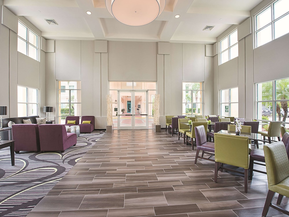 Lobby, La Quinta Inn & Suites by Wyndham Plantation at SW 6th St
