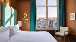 Hypo-allergenic bedding, free minibar items, in-room safe, desk