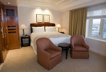 Executive Suite, 1 King Bed, City View - Guestroom