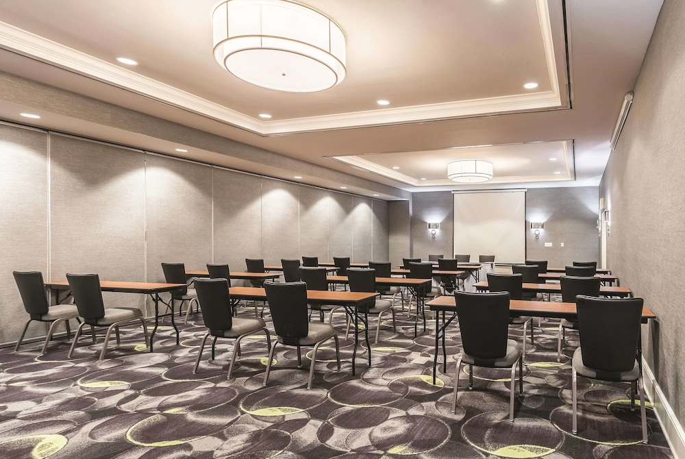 Meeting Facility, La Quinta Inn & Suites by Wyndham Arlington North 6 Flags Dr