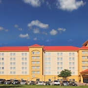 La Quinta Inn & Suites Dallas Arlington 6 Flags Drive