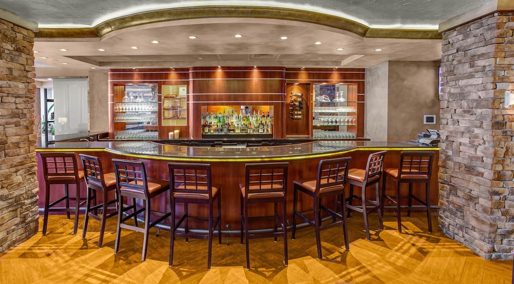 Bar, Crowne Plaza Baton Rouge, an IHG Hotel